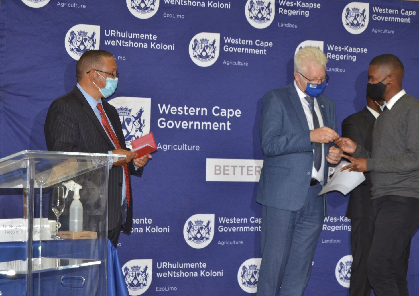 PREMIER ALAN WINDE AND MINISTER MEYER CONGRATULATE DRONE PILOTS